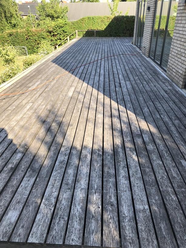 Træ terrasse efter afslibning